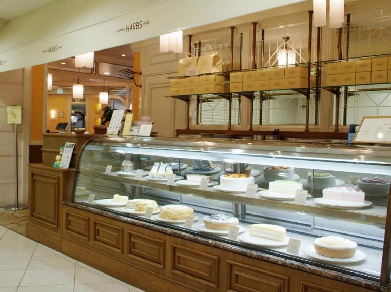 哈尔滨面包房设备回收:蛋糕房设备\和面机\烤箱\蛋糕柜